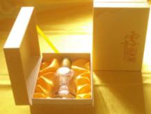 """小盒装""""雪贡""""虫草酒"""